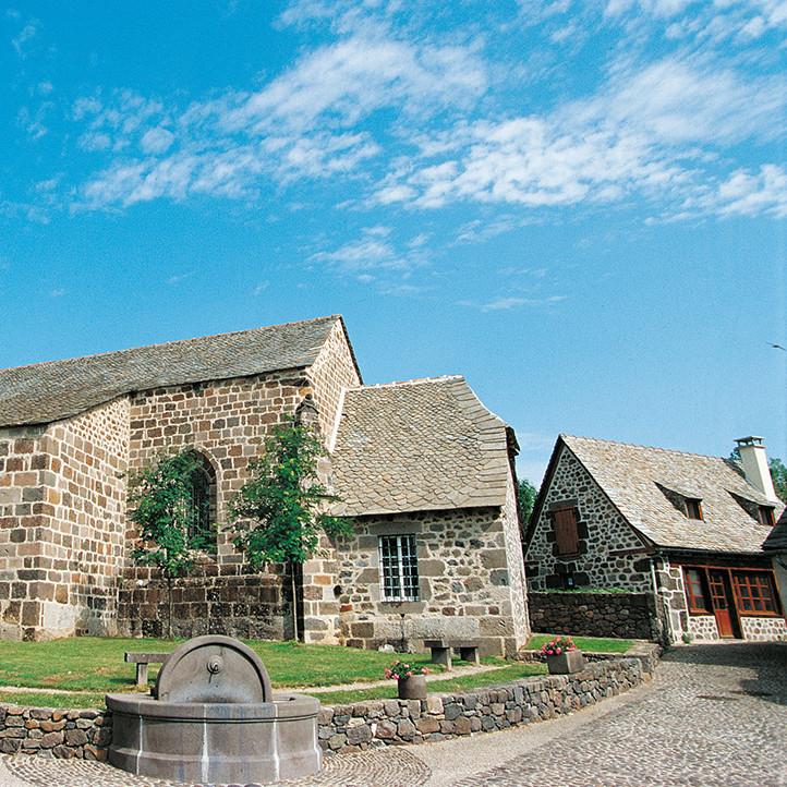 village vacances location decouverte chateau brommat