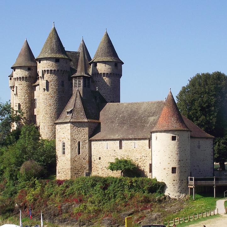 village vacances location fournols d auvergne chateau a decouvrir